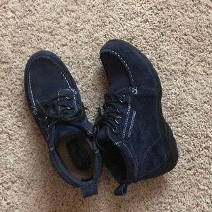 Earth Origins navy blue suede ankle booties
